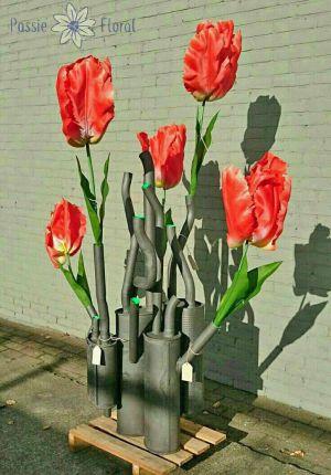 tulpen in uitlaatvaas